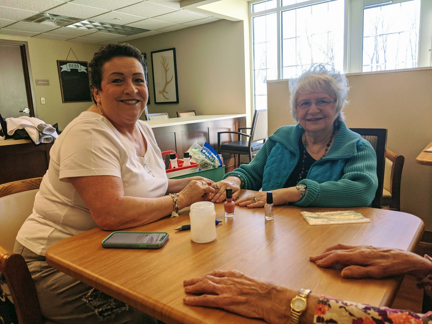Lacey Creek Volunteer Helps Residents Feel Beautiful